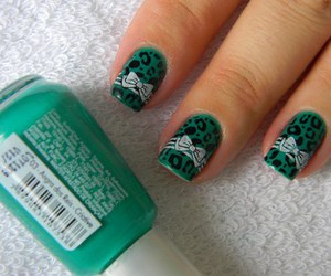 nails, green, and bow image