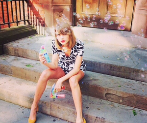 Taylor Swift, bubbles, and taylor image