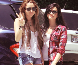demi lovato, miley cyrus, and girl image
