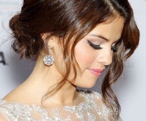hair, hairstyle, and selena gomez image