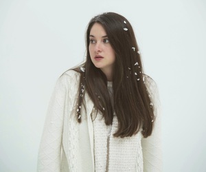 Shailene Woodley and white bird in a blizzard image
