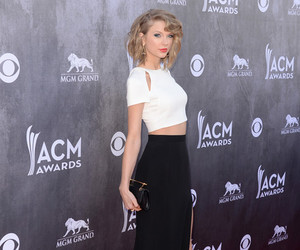 award, cropped, and Taylor Swift image