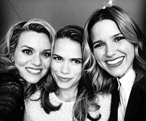 one tree hill, sophia bush, and Hilarie Burton image