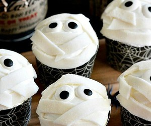 cupcake, Halloween, and mummy image