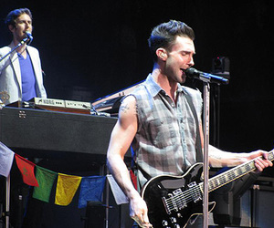 live, maroon 5, and adam levine image