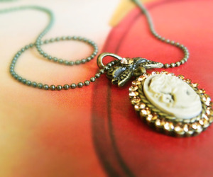 necklace, vintage, and camafeu image