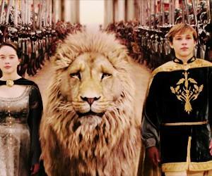 aslan, Lucy, and edmund image