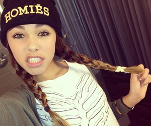 madison beer and homies image