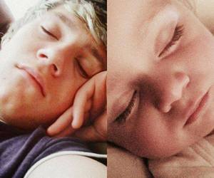 amores, theo, and niall image