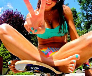 girl, summer, and peace image