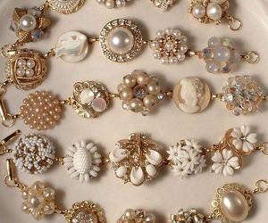 pearls and jewelry image