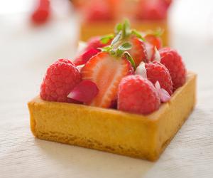 crust, pastry cream, and frangipane image
