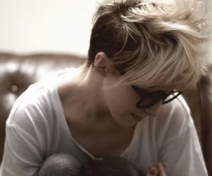 hair, short hair, and blonde image