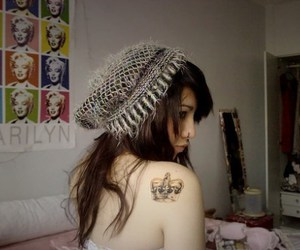 crown, mulheres, and tattoo girls image