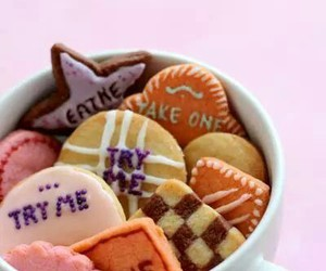 food, biscuits, and alice in wonderland image