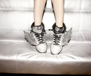 winged shoes image