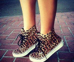 animal print and zapatillas image