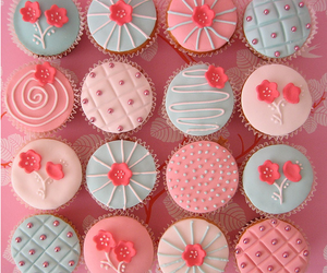 cupcakes, cupcakes pink, and flowery cupcakes image