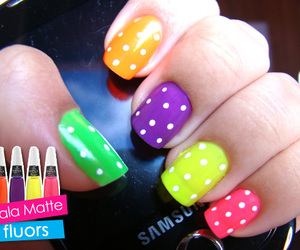 color and manicure image