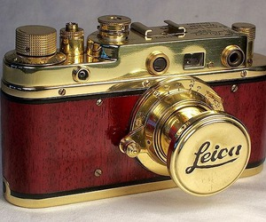 leica and vintage image