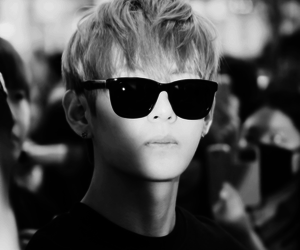 black and white, sunglasses, and v image