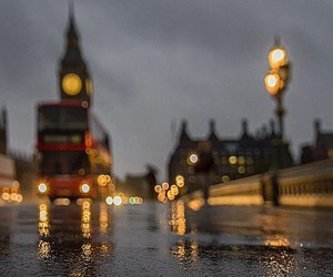 london, rain, and bus image