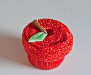 apple and cupcake image