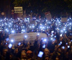 夜, 手机, and 抗议 image