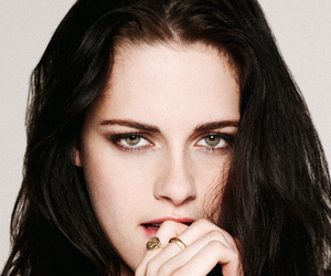 kristen stewart and eyes image