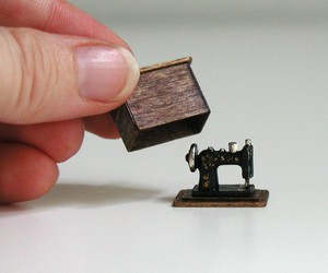 sewing machine and miniature image