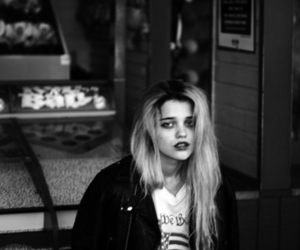 black and white, sky ferreira, and blonde image