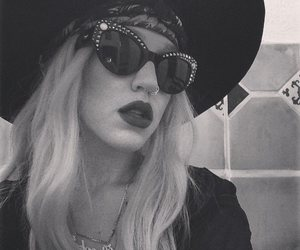 blanco y negro, love it, and brooke candy image