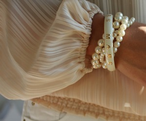 bracelet, fashion, and pearls image