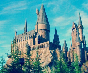 castle and hogwarts image