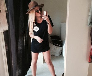 style and alli simpson image