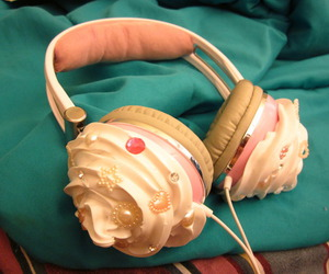headphones, cupcake, and pink image