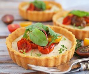 crust, polenta, and tart image