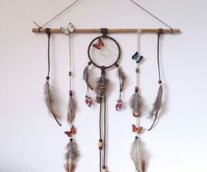 dreamcatcher and feathers image