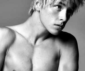 blonde hair, fucking bad, and maxxie image