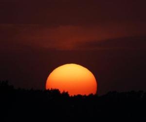 horizon and sunset image