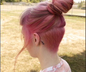 pink hair, grunge, and shaved hair image