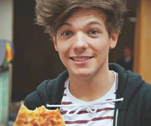 louis tomlinson, one direction, and pizza image