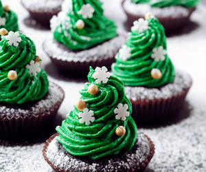 cupcake and christmas tree image