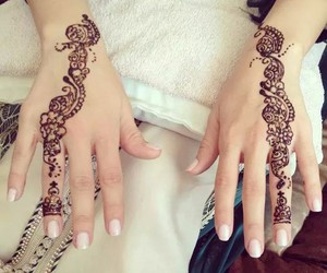 beau, mains, and henna image
