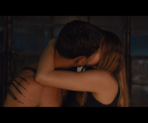 beatrice, theo james, and divergente image