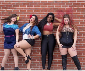 curves, fashion, and plus size image