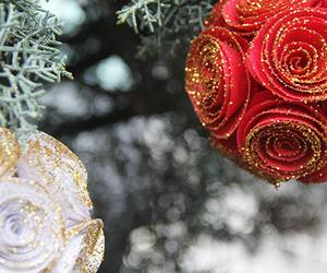 paper roses, tutorial, and christmas deco image