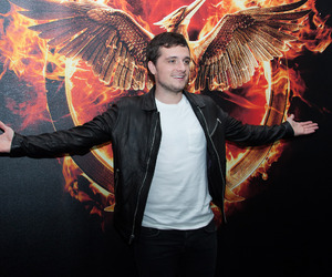 josh hutcherson and mockingjay image