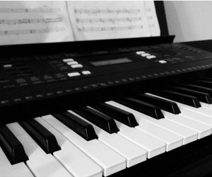 musica and piano image