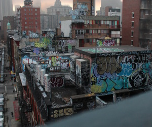 city, tumblr, and graffitti image